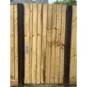 Treated Softwood Featheredge Ledged and Braced Pedestrian Gate - Flat Top